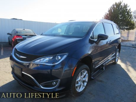 Picture of 2018 Chrysler Pacifica