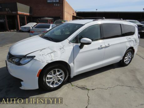 Picture of 2020 Chrysler Voyager